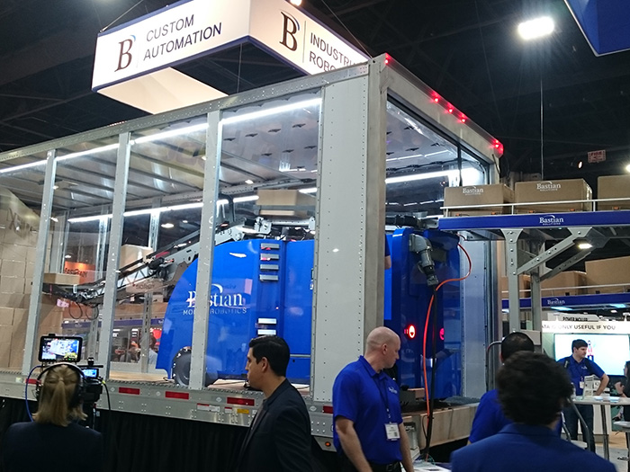 写真1:Bastian社のケースローダー・アンローダーシステム