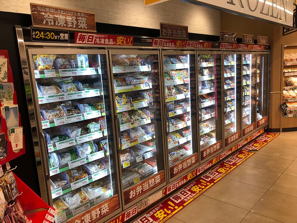 写真3:スーパーの冷凍品用の棚(筆者撮影)