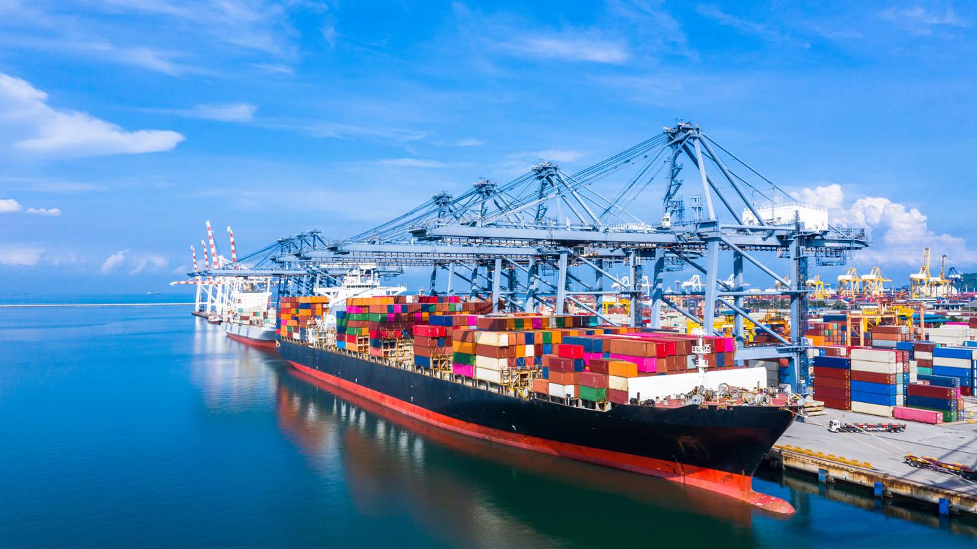 北米航路(定期コンテナ船)の寄港数が減り続ける日本の港湾